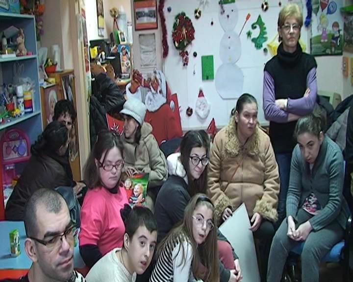 Uručena jednokratna novčana pomoć deci i mladim osobama sa invaliditetom
