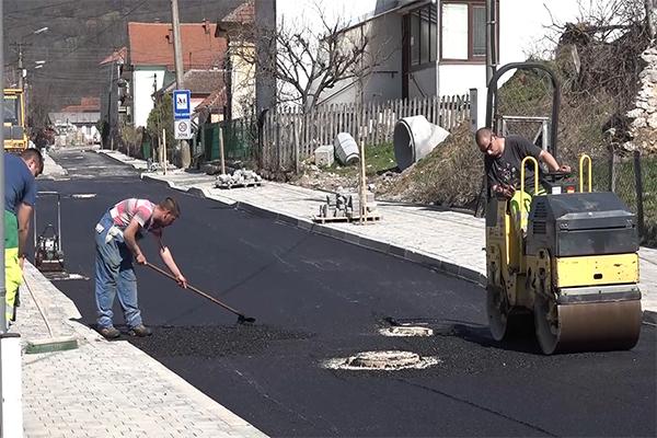 """Završnica radova na rekonstrukciji ulice """"Cara Lazara"""" u naselju Krepoljin"""