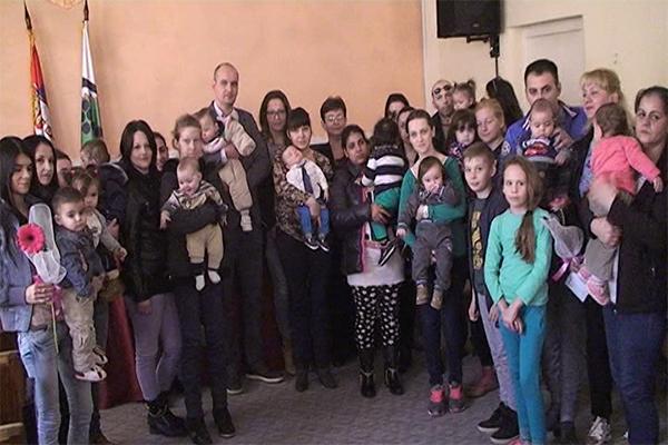 Novčana pomoć majkama koje su u 2016 godini rodile treće, četvrto i više dece u opštini Negotin