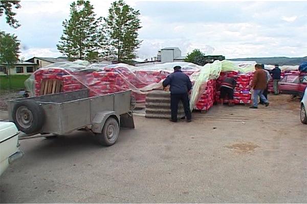 Poljoprivrednim proizvodjačima u Boljevcu podeljena koncentrovana stočna hrana