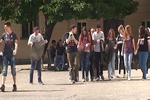 """Organizovana akcija čišćenja otpada u Negotinu pod nazivom """"Moj grad čist i lep"""""""