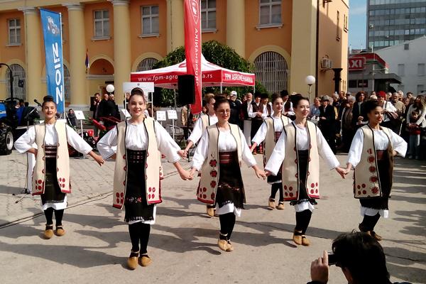 """Zaječar: Koncert Centra za tradicionalne umetnosti  """"Koreni"""" na Trgu oslobođenja u Zaječaru"""