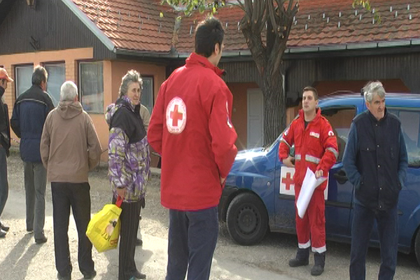 Podela porodičnih paketa meštanima sela Gradskova