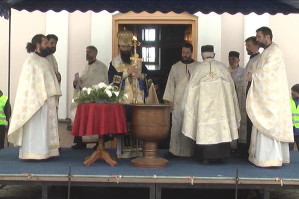 Veliki hrišćanski praznik Bogojavljenje obeležen i u Zaječaru, gde je organizovano i plivanje za časni krst