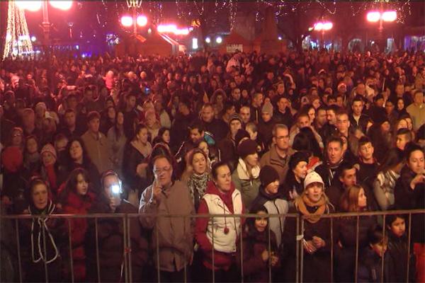 Veliki broj Zaječaraca Novu godinu dočekao na trgu