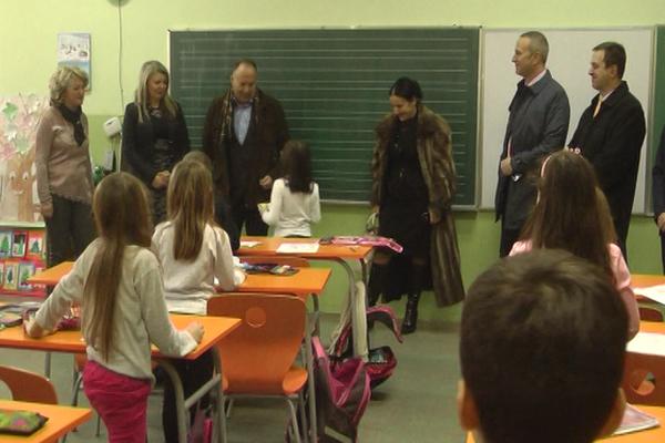 Tokom redovnih poseta, ministar Mladen Šarčević posetio i Knjaževačke škole