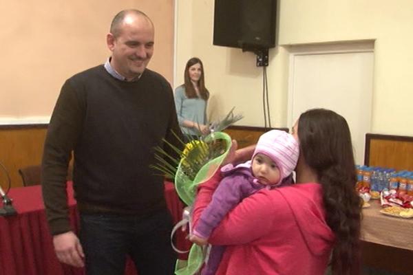U Negotinu uručena novčana pomoć majkama sa tri, četiri i više dece