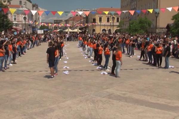Maturanti plesali i u Negotinu