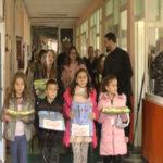 Zaječarski učenici veronauke i Eparhija timočka darivali posteljine dečijem odeljenju