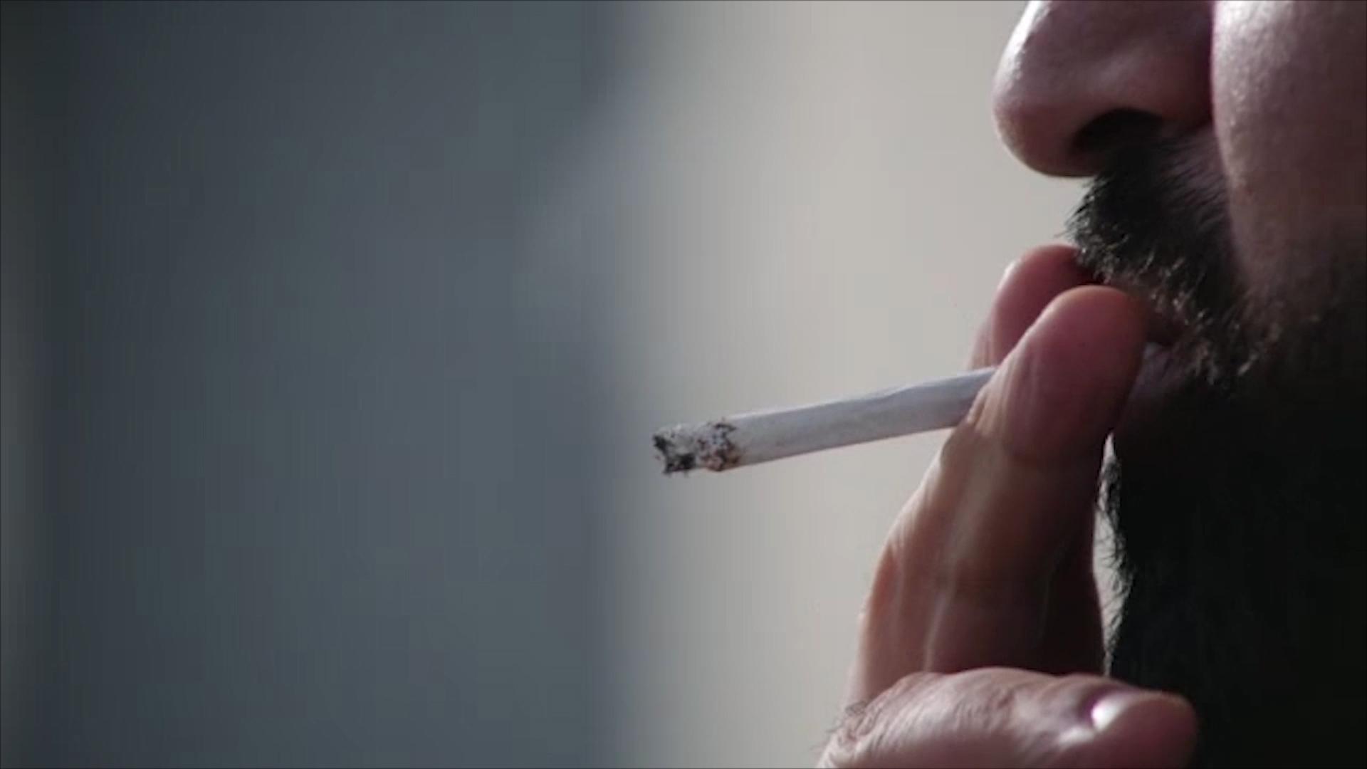 Loše vesti za pušače: Cigarete skuplje, uskoro i potpuna zabrana pušenja na javnim mestima (VIDEO)