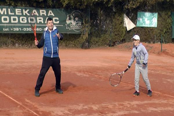 Devetogodišnji Janko Mladenović teži da postene najbolji teniser sveta (VIDEO)