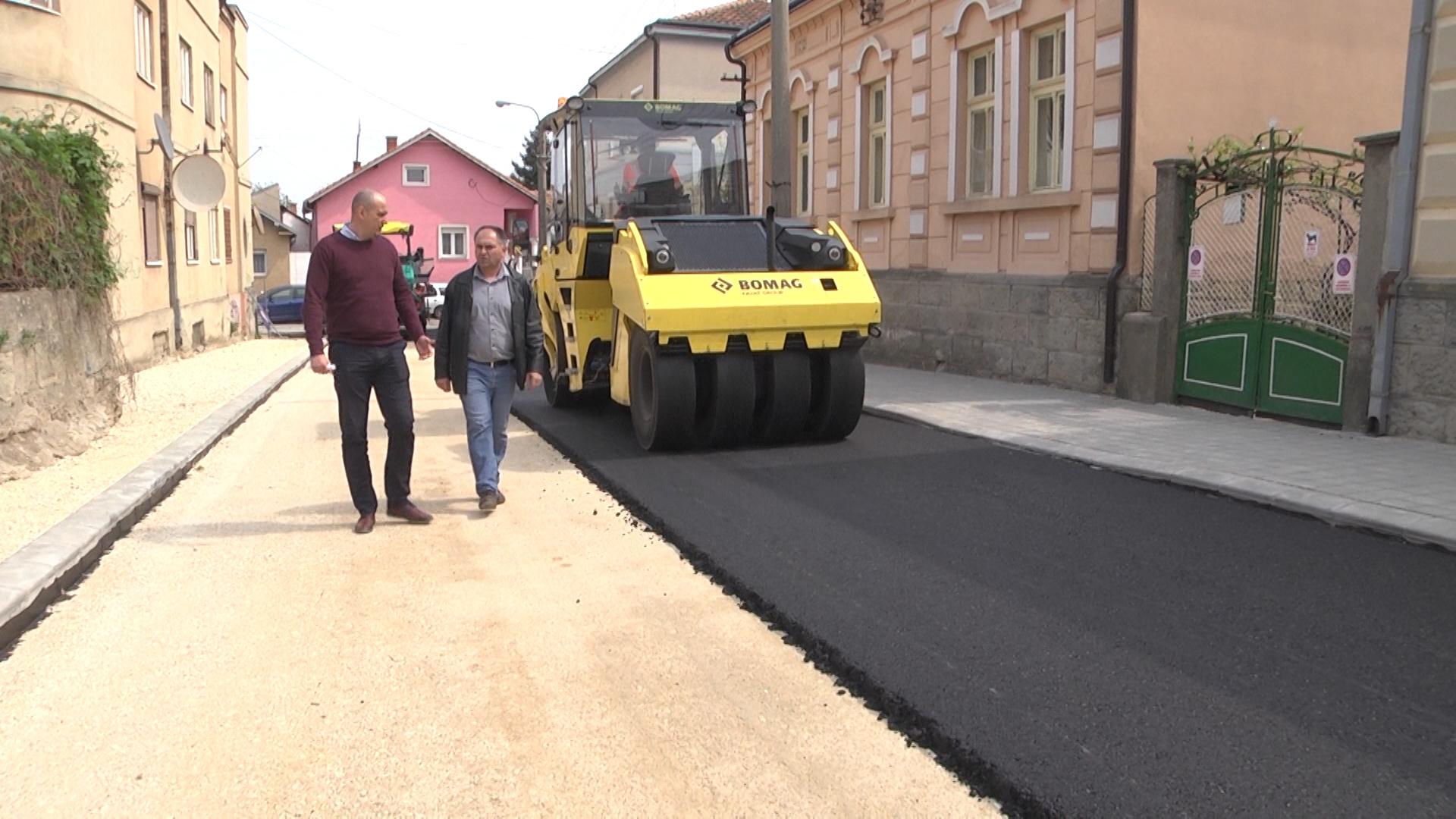 Asfaltiranje ulica u centru Negotina ulazi u završnu fazu (VIDEO)