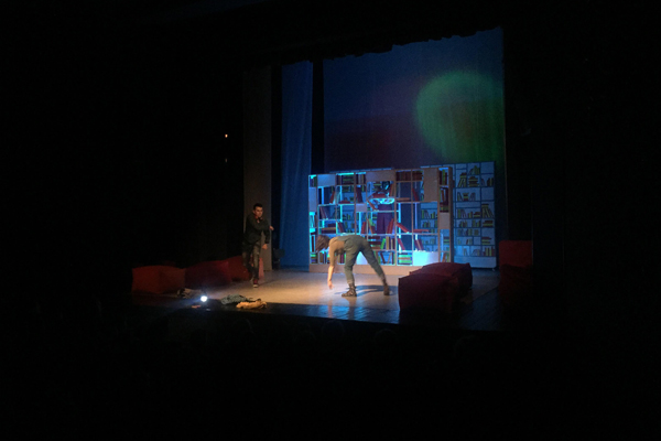 """""""Ko nema u vugla, gugla"""" oduševila je sinoć publiku 10. Međunarodnog pozorišnog festivala za decu """"ZajeČAR""""."""