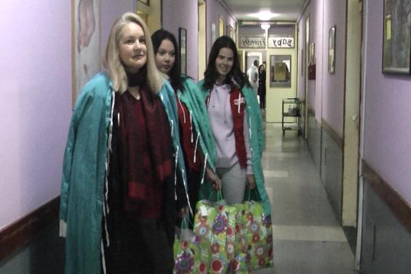 Crveni krst donirao pakete bebama rođenim u Nedelji Crvenog krsta (VIDEO)
