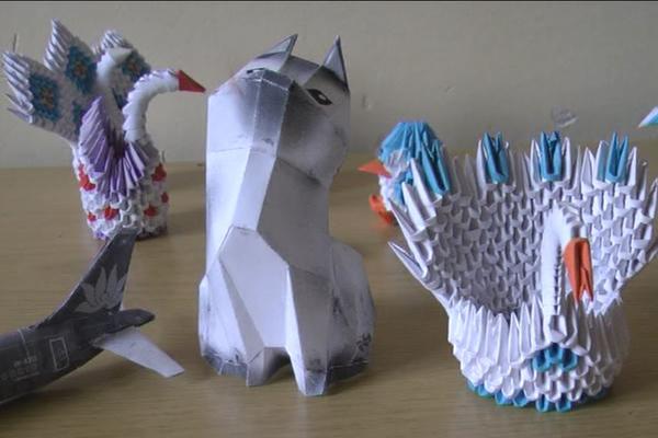 Učenička kompanija koja izrađuje razne modele origami tehnikom (VIDEO)