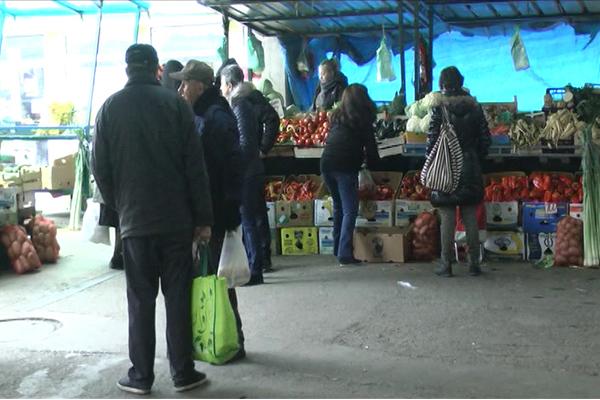 Na zaječarskoj pijaci bogata ponuda voća i povrća (VIDEO)