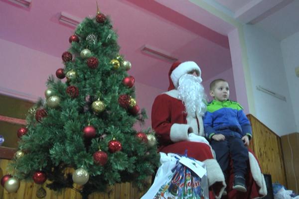 Kompanija Delta podelila NG paketice deci iz Male Jasikove i Dubočana