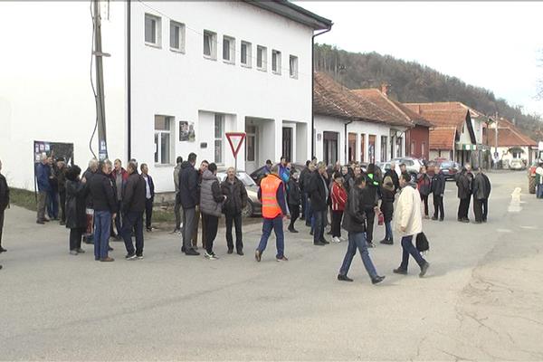 Održan je zbor građana u Zlotu zbog izgradnje mini-hidroelektrana na  Zlotskoj reci